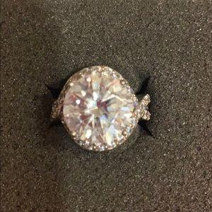 Stunning CZ Ring size 7